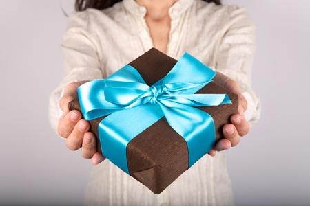 友だちの結婚祝いに贈るプレゼントでわかる、あなたの嫉妬深さ度