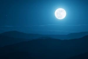 4月の月のリズムは、「月食満月」と「グランドクロス」で自分革命を起こそう!
