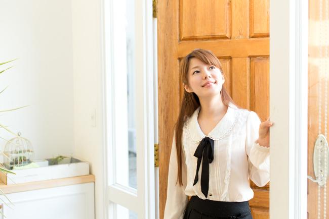 北玄関は鏡を置いて恋愛運アップ! 玄関の方位別・運気を上げるポイント