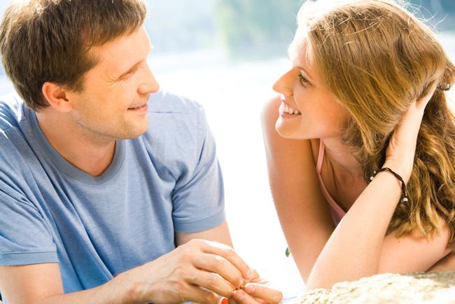 変化球で攻める! 彼女がいる男性をオトす恋愛行動心理術4つ
