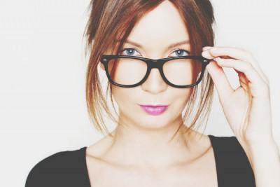 恋の出会いを招くメガネの選び方
