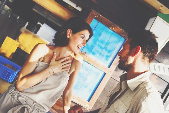押して駄目なら引いてみて! 男性を「おっ」と思わせ恋に引き込む方法4選