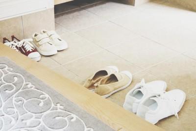 【お掃除風水】玄関は「塩水拭き」が基本!
