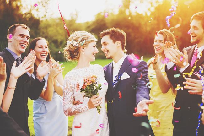 運命線で見る「結婚or仕事向き」手首から中指へ縦線がない人は結婚が幸せ!