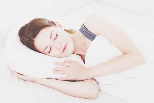 【厄払い風水】気力がない人は枕カバーを「白」に変えて、寝ながら厄を浄化しよう!