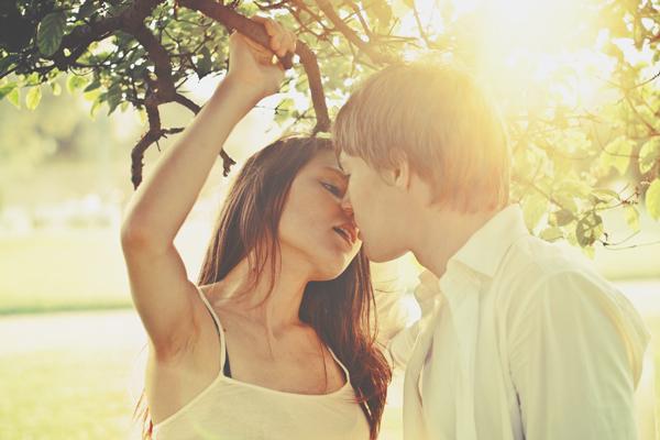 12星座【夏の出会い運】牡羊座は刺激的な恋、水瓶座は結婚に発展!