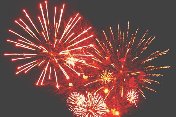 【開運壁紙】8月は「花火」の写真で運気アップ どっしり待ち構えて吉な1カ月に!