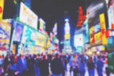 【開運壁紙】9月は「夜の繁華街」の写真で恋愛運アップ!