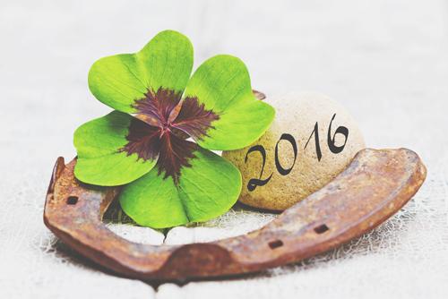 【2月の開運壁紙】恋愛運は「四葉のクローバー」、金運は「水」の写真で運気アップ!