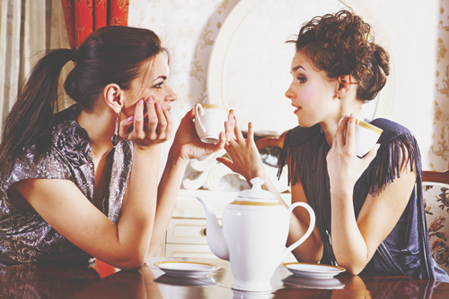 【心理テスト】不倫をしている友達へのアドバイスでわかる、あなたの上から目線度