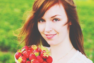 【心理テスト】いちごの摘み方でわかる恋の横取り願望