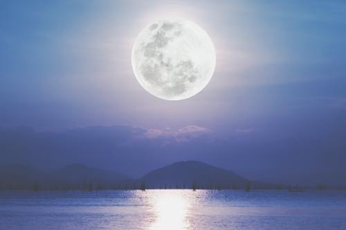 7月20日は山羊座の満月 自分への厳しさを手放して、目標成就の力を得よう!