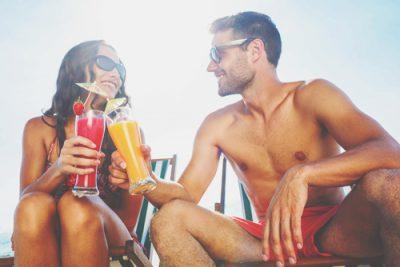 【心理テスト】乾杯ドリンクでわかる、この夏、あなたを虜にする男性