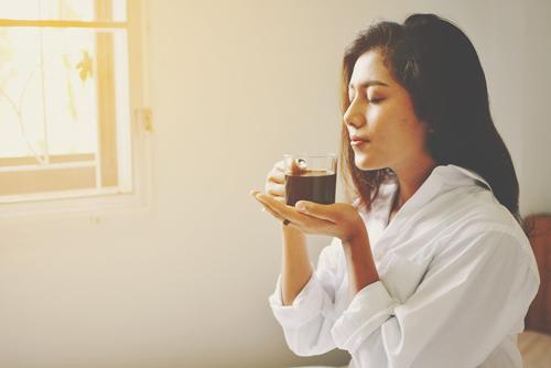 【心理テスト】朝、目覚めに飲みたいドリンクは? 答えでわかる、こうなりたい理想の自分