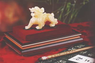【風水検定/第19回】招き猫、龍の置物、盛り塩……金運アップのために置くといいものは?