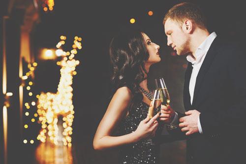 【心理テスト】シャンパンを抜いたらびっくり!? 理由でわかる恋の略奪方法