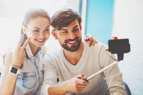 【心理テスト】 憧れの人とのツーショット写真の取り方でわかる過去の恋の扱い方