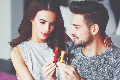 【12星座の恋物語】天秤座の恋は駆け引きで始まり、人と比べることで幸せを感じる