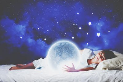 【夢占い】満月の夢は恋愛成就の予感!? 月の夢が暗示すること