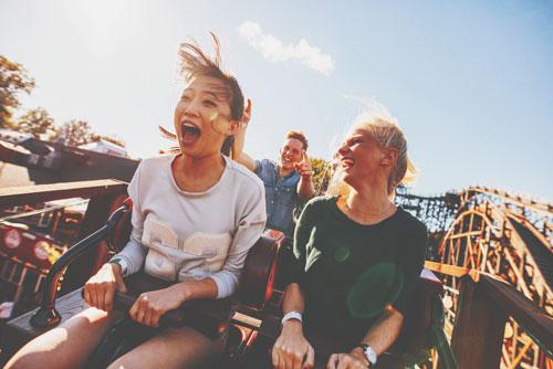 【5月の開運方位】ラッキー方位は「西」、遊園地など楽しい場所へでかけよう!