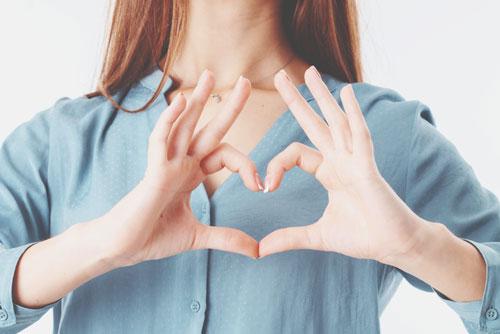 新しい恋の訪れを暗示する手相 親指付け根に「*」がある人は恋のチャンスいっぱい!