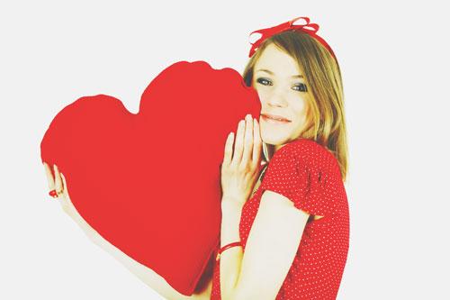 【誕生月・恋愛事典】12月生まれは恋に一生懸命、ときには肩の力を抜いて!