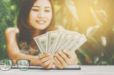誕生日でわかる【お金との付き合い方】運命数「1」の人は見栄っ張りな太っ腹タイプ!