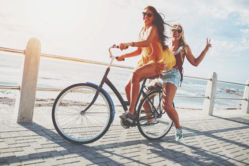 【夢占い】自転車2人乗りの夢は助け・助けられる暗示 乗り物の夢があらわすこと