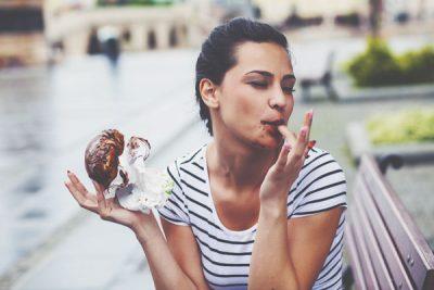 12星座【間食がやめられない】ランキング 双子座はながら食いが習慣