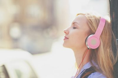 【夢占い】夢の中で聴く音楽で精神状態がわかる! 音楽に関する夢が暗示すること