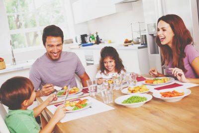 12星座【家族愛が強い】ランキング 双子座は食事は家族そろってが基本!