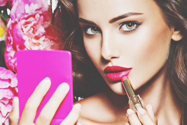 女性としての魅力がわかる【口紅占い】あなたにぴったりの色は?