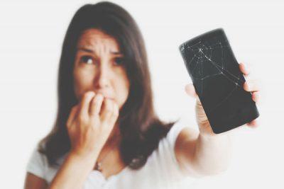 【心理テスト】スマホの画面が割れたらどうする? 答えでわかる浮気されたときの対応