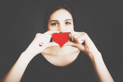 【血液型恋の落とし穴】A型は完璧な相手を求めすぎて、恋ができないジレンマに陥る!