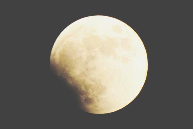 7月28日は水瓶座の月食満月 変化への恐れを手放して、自由な人生を手に入れよう!