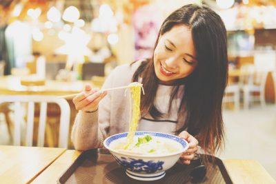 【夢占い】ラーメンを食べる夢は人間関係が広がる暗示 外食の夢が暗示することとは?