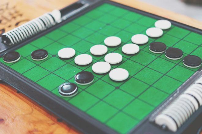 【夢占い】オセロの夢は勝負運が強まっている暗示 ゲームの夢が暗示することとは?