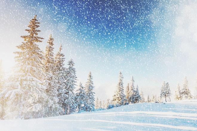 【夢占い】しんしんと降る雪は恋愛運アップの兆し! 雪の夢が暗示することとは?