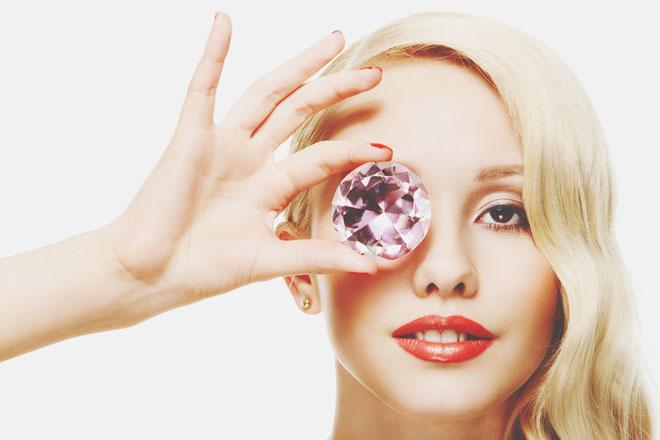 【心理テスト】美しい宝石、何に加工する? 答えでわかる好きな人に求めること