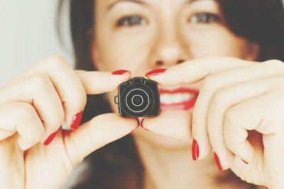 【心理テスト】隠しカメラの場所でわかる直すべき癖