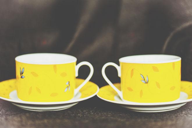 【6月のカラータロット占い】ラッキーカラーは「黄色」、恋愛運アップはおそろいのカップ!
