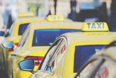 【夢占い】タクシーの夢が暗示すること