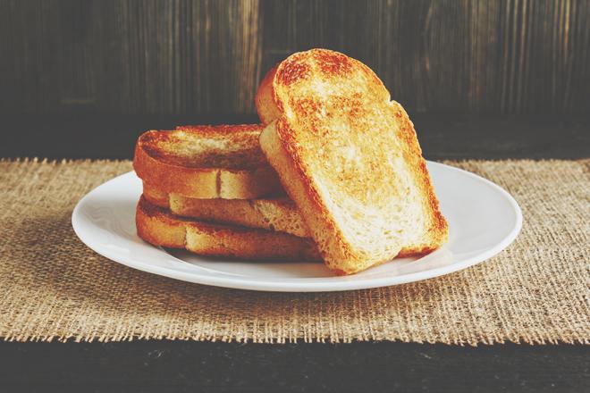 ジャムトースト好きはモテたい願望が強い!? トーストの食べ方でわかる周りに見せているあなたの姿