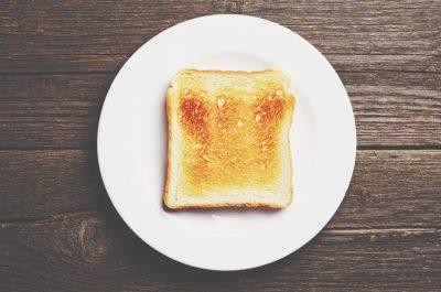 【8月の開運壁紙】恋愛運は「食パン」、仕事運は「あんみつ」の画像で運気アップ!