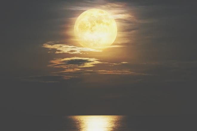 7月5日は山羊座の満月 尻込みする気持ちを手放して、壮大な長期目標を描こう!