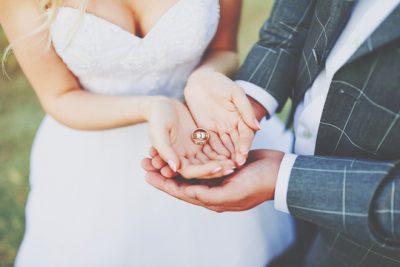 【手相占い】結婚線×流年法で見る結婚運勢 あなたの婚期の目安はいつ?