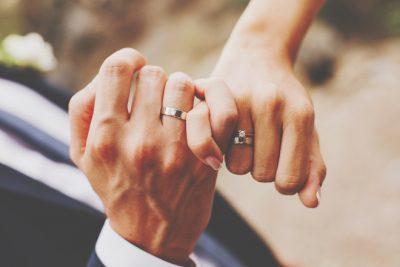 星座グループ別【結婚するために手放すべきこと】蟹座・蠍座・魚座はネガティブ思考!