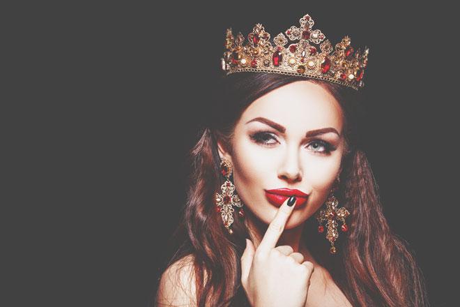 【夢占い】王妃になる夢は玉の輿願望のあらわれ! 王様や王女などロイヤルな夢が暗示すること