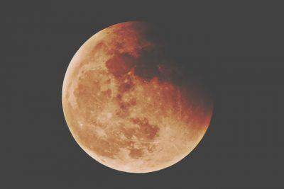 11月30日は双子座の月食満月 新しい「風の時代」のエネルギーを先取りしよう!