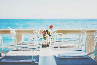 【2021年1月の開運方位】吉方位は「西」、水辺のレストランでプチ贅沢が吉!
